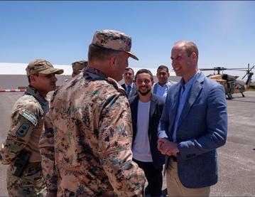 Książę William z żołnierzami w Jordanii