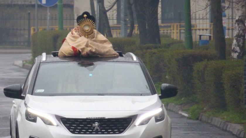 Księża wyjechali na ulice Legnicy tylko raz