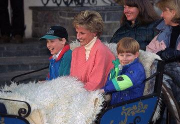 Księżna Diana z księciem Harrym i księciem Williamem