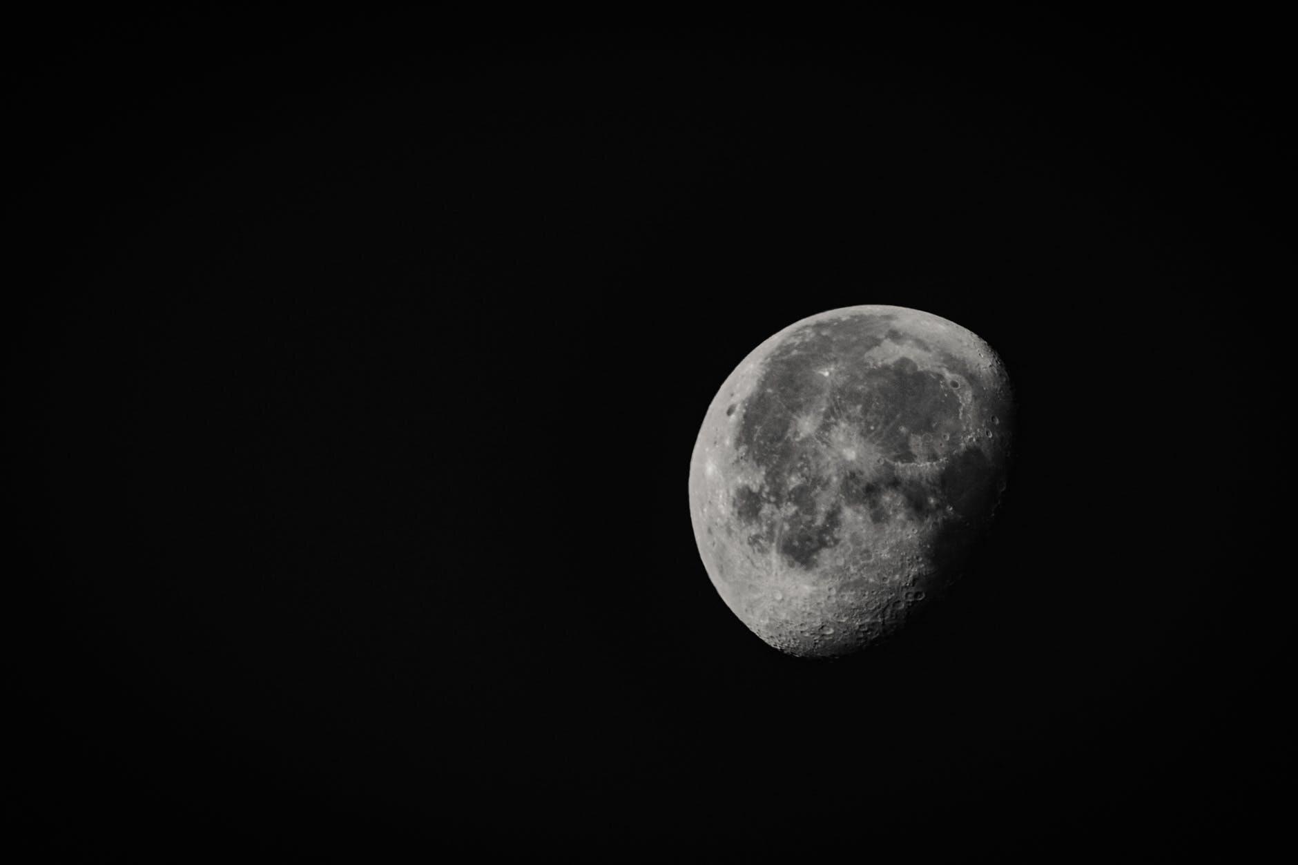 Księżyc, zdj. ilustracyjne