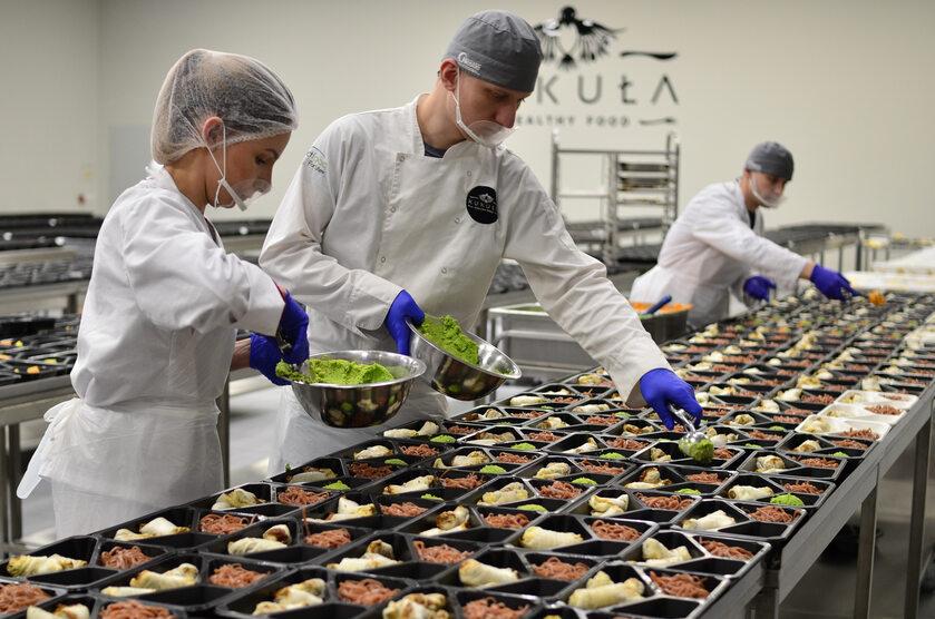 Kukuła Healthy Food dowozi pracownikom pomorskich placówek zdrowotnych 300 posiłków dziennie