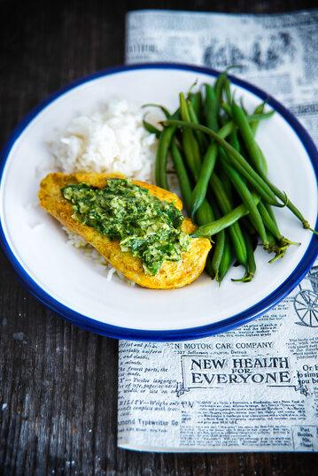 Kurczak curry z zieloną pastą i fasolką szparagową