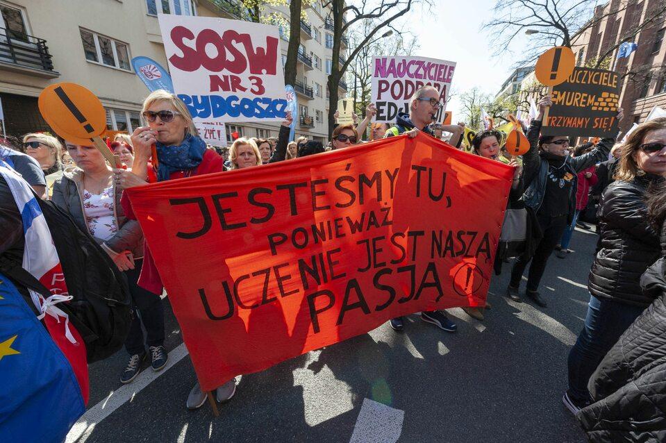 Kwietniowy protest nauczycieli przed siedzibą MEN