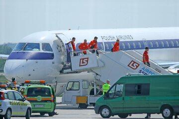Lądowanie samolotu z reprezentantami Polski na lotnisku w Gdańsku po jednym z meczów Euro 2020