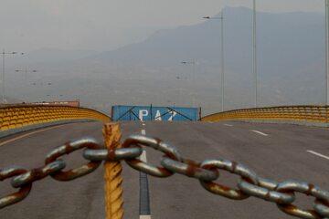 Łańcuch na granicy Wenezueli z Kolumbią