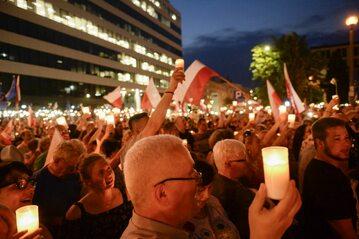 """""""Łańcuch światła"""" w Warszawie, 20 lipca 2017 roku"""