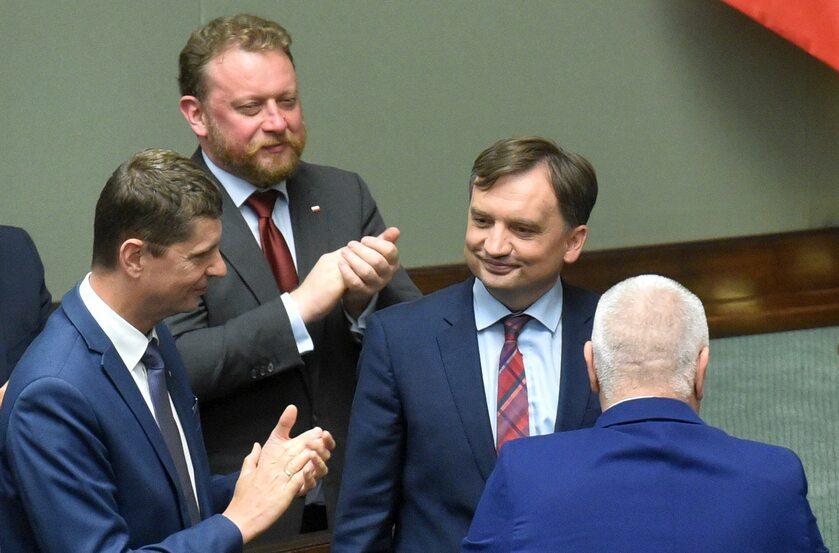 Ławy rządowe, gdy ministrem zdrowia był jeszcze Łukasz Szumowski