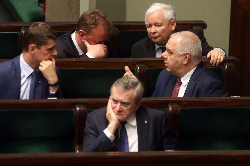 Ławy rządowe, od lewej: Piontkowski, Szumowski, Gliński, Kaczyński i Sasin