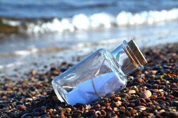 List w butelce, zdj. ilustracyjne