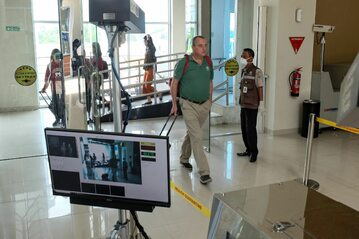 Lotnisko w Pekanbaru w Indonezji, środki bezpieczeństwa dla ochrony przed wirusem z Wuhan