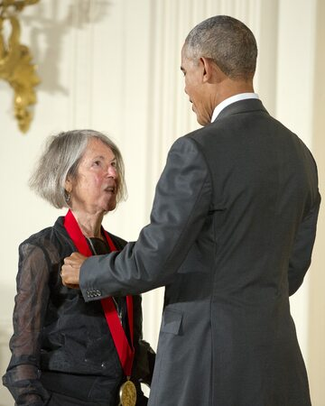 Louise Glück i Barack Obama w 2016 roku