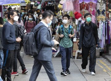 Ludzie na ulicach Hongkongu