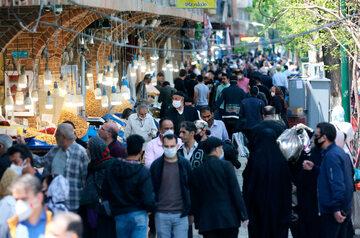 Ludzie na ulicy w Teheranie (18 kwietnia)