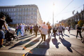 Ludzie na ulicy, zdjęcie ilustracyjne