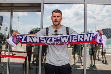 Lukas Podolski z szalikiem Górnika Zabrze