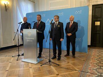 Łukasz Szumowski podczas konferencji prasowej