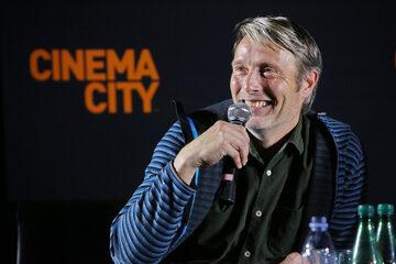 Mads Mikkelsen z wizytą w Warszawie