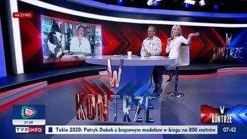 """Magdalena Ogórek odgania komara. Kadr z programu """"W Kontrze"""" w TVP Info"""