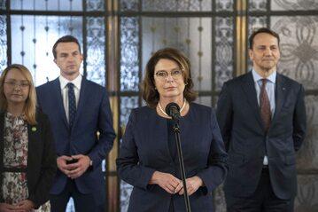Małgorzata Kidawa-Błońska w otoczeniu polityków KO