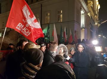 Manifestacja narodowców przed Pałacem Prezydenckim