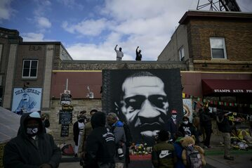 Manifestanci w Minneapolis po ogłoszeniu winny Dereka Chauvin ws. morderstwa George'a Floyda