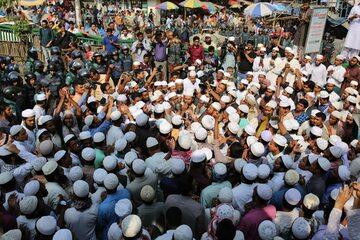 Manifestujący poparcie dla Rohingja muzułmanie z Bangladeszu
