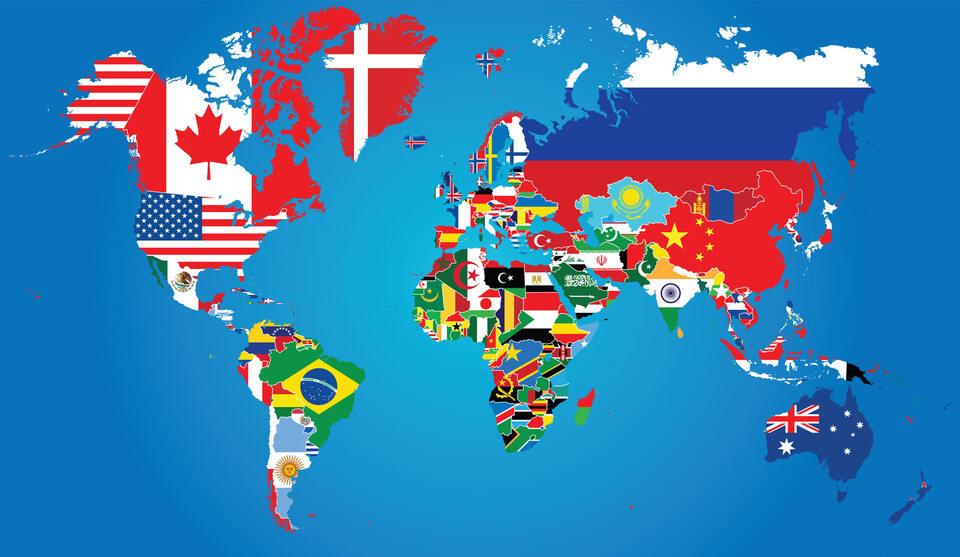 Mapa świata z flagami państw (zdj. ilustracyjne)