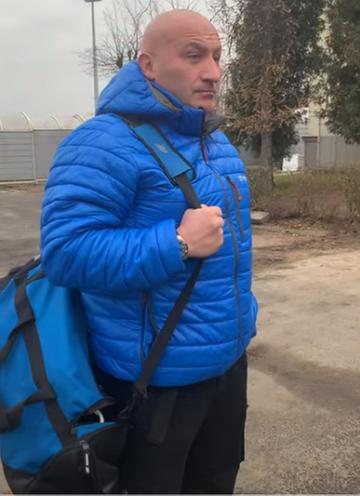 Marcin Najman pod siedzibą klubu Raków Częstochowa