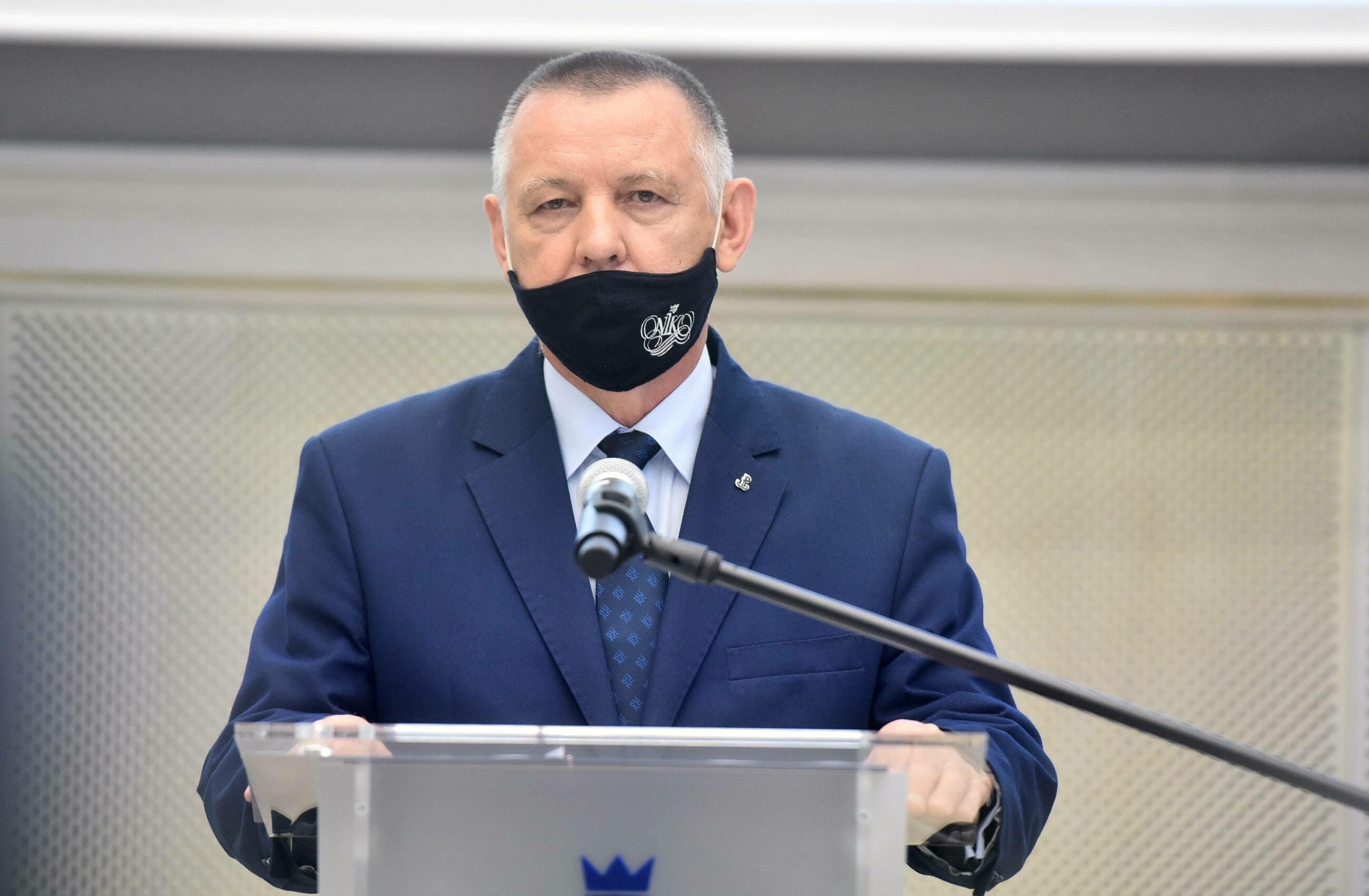 Zatrzymanie syna prezesa NIK. Prokuratura postawi mu siedem zarzutów