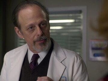 """Mark Blum w serialu """"Szpital Miłosierdzia """""""