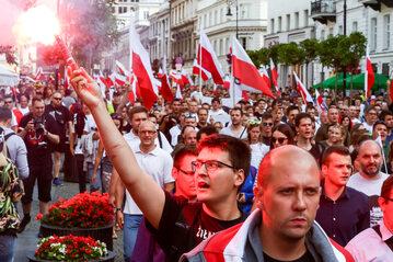 Marsz z okazji rocznicy Powstania Warszawskiego zorgnaizowany przez narodowców