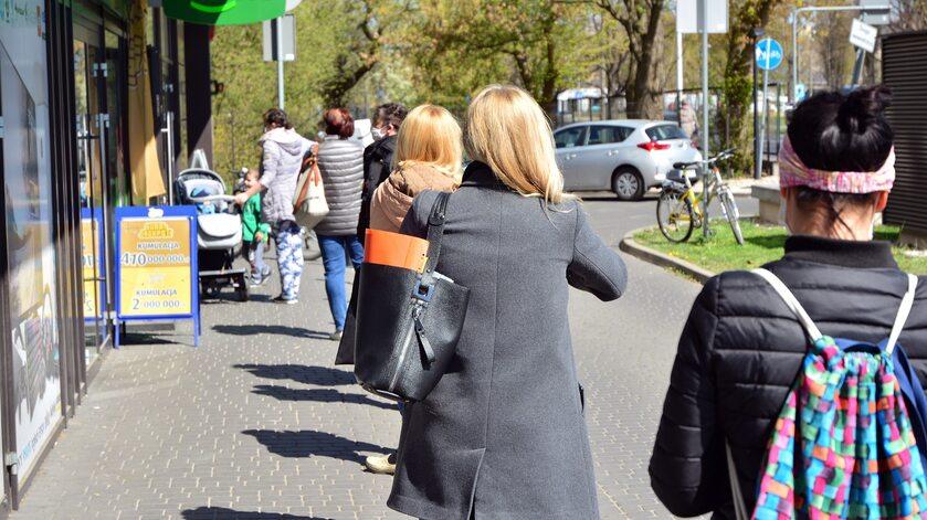 Maseczki wracają na ulice, zdjęcie ilustracyjne