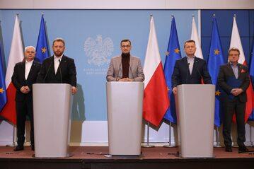 Mateusz Morawiecki, Łukasz Szumowski, Mariusz Błaszczak na konferencji w KPRM