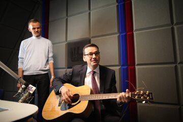 Mateusz Morawiecki z gitarą