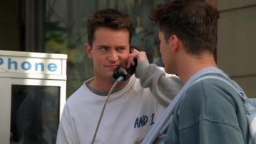 """Matthew Perry jako Chandler Bing w serialu """"Przyjaciele"""""""