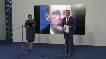 Meata Mazurek i Marcin Horała. W tle zdjęcie Andrzeja Parafianowicza