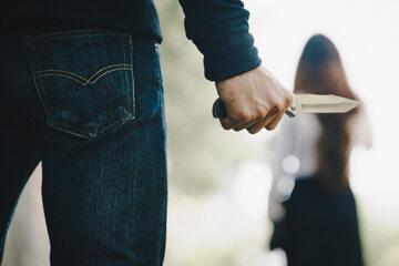 Mężczyzna z nożem, zdjęcie ilustracyjne