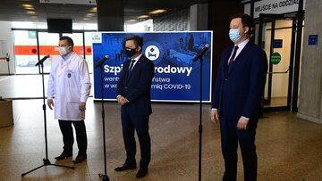 Michał Dworczyk i dr Artur Zaczyński w Szpitalu Narodowym