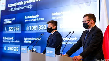 Michał Dworczyk i Paweł Szefernaker podczas konferencji