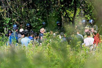 Migranci na granicy polsko-białoruskiej w Usnarzu 25.08