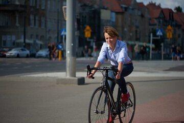 Minister Jadwiga Emilewicz na rowerze, który jej ukradziono