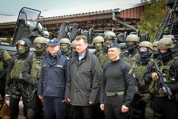 Minister Mariusz Błaszczak z przedstawicielami służb