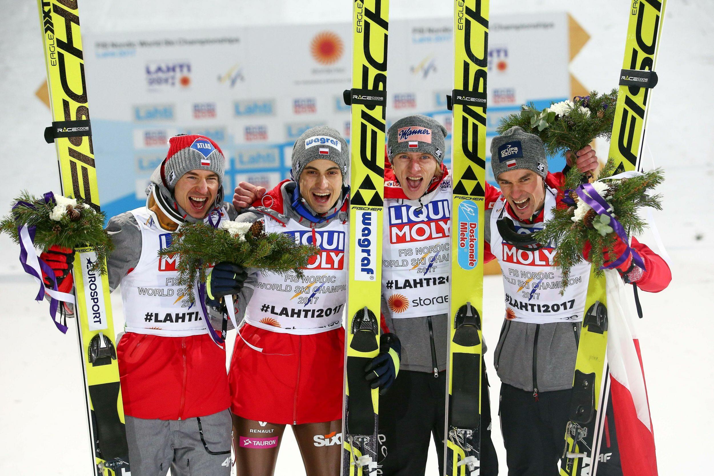 Mistrzowie Świata w skokach narciarskich: Kamil Stoch, Maciej Kot, Dawid Kubacki i Piotr Żyła