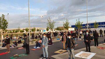 Modlitwa Eid na parkingu IKEA