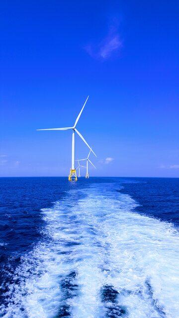 Morska farma wiatrowa – zdjęcie ilustracyjne