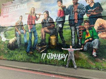 "Mural promujący 2 sezon serialu ""Sex Education"""