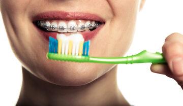 Mycie zębów - ilustracja