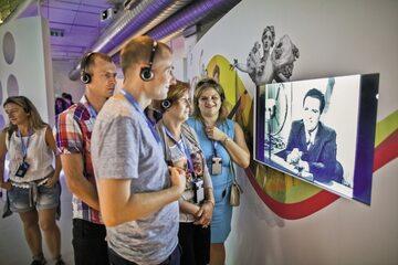 """Na interaktywnej wystawie Eugeniusz Bodo śpiewa swój szlagier """"Umówiłem się z nią na dziewiątą"""""""