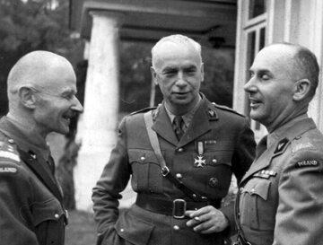 Naczelny Wódz Kazimierz Sosnkowski w 1944 r. (w środku)