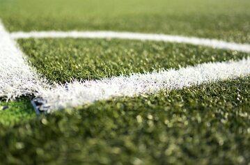Narożnik boiska piłkarskiego (zdj. ilustracyjne)